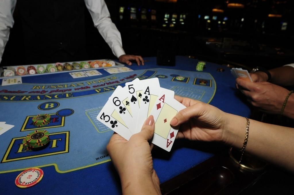 Cara Mudah dengan Menggertak Pemain Judi Poker